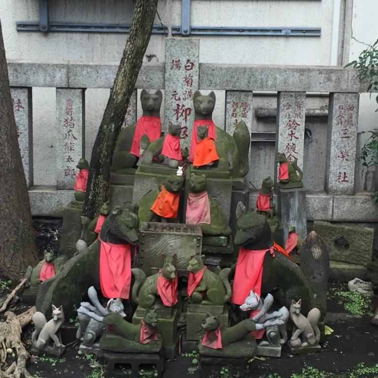 人形町『笠間稲荷神社』はお狐様フォーメーションが必見!