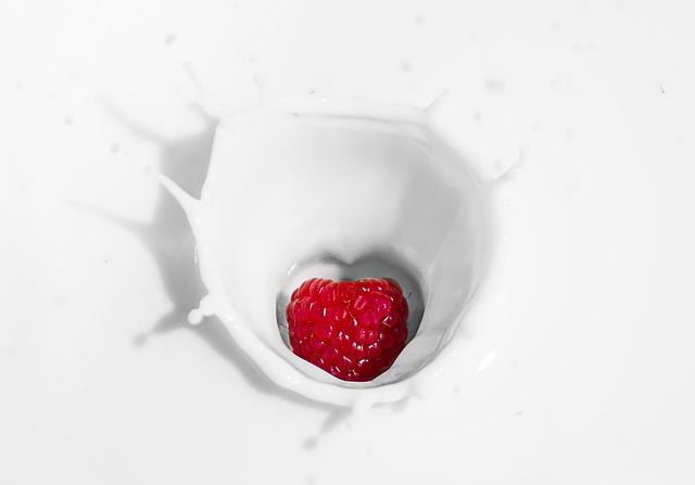 牛乳の健康効果とリスクとは?加熱する牛乳『良い』『悪い』論争を考える